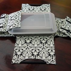 DIY Potluck casserole dish carrier - Sewing pattern - PDF Pattern.  via Etsy.