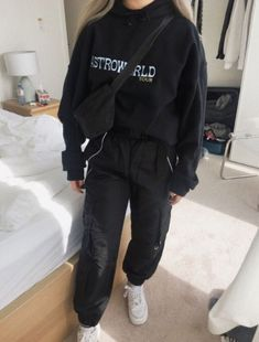 outfit e girl - outfit e girl ; outfit e girl aesthetic ; outfit e girl winter ; outfit e girl summer Chill Outfits, Mode Outfits, Retro Outfits, Grunge Outfits, Cute Casual Outfits, Fashion Outfits, Casual Attire, Trendy Winter Outfits, Boyish Outfits
