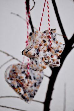 Bird Food Trailer – Anleitung von Miss Homemade - DIY Selber Machen Bird Feeder Craft, Bird Feeders, Winter Crafts For Kids, Diy For Kids, Winter Diy, Christmas Ornament Crafts, Christmas Crafts, Xmas, Bird Suet
