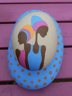 two pebbles stuck together Pebble Painting, Pebble Art, Stone Painting, Diy Crafts To Do, Rock Crafts, Arts And Crafts, Painted Sticks, Hand Painted Rocks, Pebble Stone