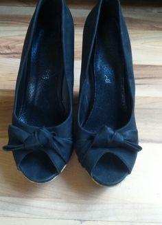 Kup mój przedmiot na #vintedpl http://www.vinted.pl/damskie-obuwie/na-wysokim-obcasie/10505499-czarne-buty-na-koturnie