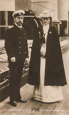 Tsar Nicholas II & Alexandra Feodorovna Romanov of Russia Tsar Nicolas, Tsar Nicholas Ii, La Familia Romanov, Hesse, Grand Duchess Olga, House Of Romanov, Alexandra Feodorovna, Imperial Russia, Kaiser