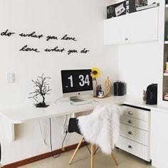 "Dekorace na zeď ""Do what you love, love what you do"". Rozměr: 16 - 31 x 7 x 1,5 cm DO - 7,5 х 16,5 cm WHAT - 7,5 х 31,7 cm YOU - 7,5 х 7 cm LOVE - 7,5 х 7 cm"