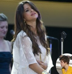 Selena Gomez Pregnant With Zedd's Baby, Still In Love With Justin ...
