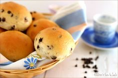 Pangoccioli homemade, i famosi panini dolci con le gocce di cioccolato. Gusto molto simile, anche se leggermente più morbidi e soffici. Da provare !