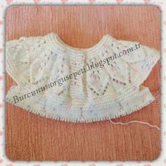 This Pin was discovered by Ber Knitting For Kids, Baby Knitting Patterns, Crochet For Kids, Knit Baby Dress, Baby Cardigan, Diy Crafts Crochet, Baby Sweaters, Filet Crochet, Doll Clothes