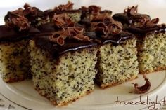 Poppy Seeds and Chocolate Cake/Prajitura cu mac si ciocolata Romanian Desserts, Romanian Food, Sweets Recipes, Cake Recipes, Pastry Cake, Dessert Drinks, Eat Dessert First, How Sweet Eats, Sweet Desserts