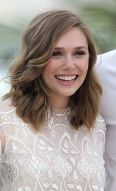 elizabeth olsen is a pretty great hair icon. Medium Hair Styles, Curly Hair Styles, Hair Color And Cut, Hair Colour, Great Hair, Pretty Hairstyles, Holiday Hairstyles, Style Hairstyle, Hairstyles Haircuts