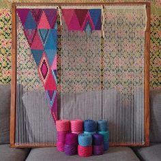 #weaving #wovenwallhanging #wallhanging #tissage #tapestry #tapisserie #handmade #faitmain #textile #only_a_paper_moon #weavingparis #weavingfrance #tissagemural