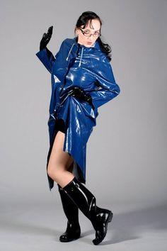 like sexe in hunter boots and waders Vinyl Raincoat, Pvc Raincoat, Raincoat Jacket, Yellow Raincoat, Imper Pvc, Wellies Rain Boots, Rubber Raincoats, Rain Gear, Raincoats For Women