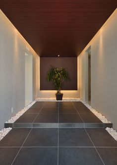 case362 | フリーダムアーキテクツデザイン Interior Lighting, Entrance Design, House Entrance, Modern Interior Design, House Interior, Stone Houses, Japanese Modern House, Linear Lighting, Apartment Interior