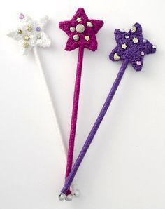 Fast easy DIY princess wand to make using yarn. A pretty wand for a fairy princess Halloween costume! Crochet Fairy, Crochet Girls, Crochet Baby Hats, Crochet For Kids, Free Crochet, Crochet Bows, Crochet Toys Patterns, Knitting Patterns Free, Free Knitting