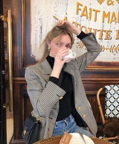 The 8 Style Mistakes Parisian Women Never Make Looks Street Style, Looks Style, My Style, Mode Outfits, Winter Outfits, Fashion Outfits, Fashion Trends, Style Parisienne, Mode Ootd