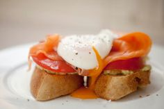 Poached Egg with Smoked Salmon, Tomato and Avocado on Wheat Bread