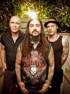 NEWS: The rock band, The Winery Dogs, have announced a summer 2014 U.S. tour in support of their latest self titled album. The tour will start in Englewood, NJ on April 30th and end in Glenside, PA on July 30th. You can check out the dates and details at http://digtb.us/THEWINERYDOGS