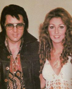 """""""Mommy"""": Linda Thompson In the summer of 1972, George Klein introduced 22-year-old Linda Thompson to Elvis at the Memphian theater. She soon became his live-in girlfriend and primary caregiver for the next four years. Eventually, Elvis's bizarre behavior became too much for Linda to handle, and she finally left Elvis in November 1976."""