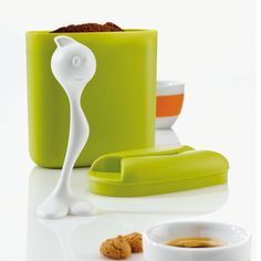 Contemporary designed plastic coffee storage box with a fun plastic measuring spoon partner, this Hot Stuff duo from Koziol ensures great coffee everytime!