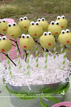 Frog Birthday Party | CatchMyParty.com