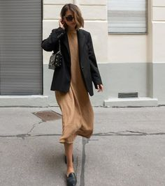 There is 1 tip to buy jacket, black blazer, mules, midi dress, black bag. Blazer Outfits Casual, Blazer Outfits For Women, Chic Outfits, Fashion Outfits, Slip Dress Outfit, Summer Dress Outfits, Fall Outfits, Black Jacket Outfit, Look Blazer