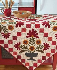Elegant Quilts, Country Charm - Applique Designs in Cotton and Wool By Deirdre Bond-Abel, Leonie Bateman Wool Applique, Applique Patterns, Applique Quilts, Applique Designs, Embroidery Applique, Quilt Patterns, Hand Applique, Scrapbook Bebe, Red And White Quilts