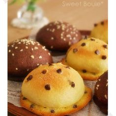a la table! Japanese Bread, Japanese S, Donut Muffins, Donuts, Bread Shaping, Bread Recipes, Cravings, Sweets, Baking