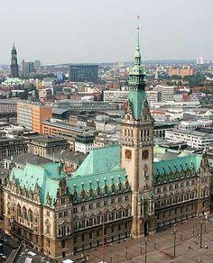 HAMBURGER RATHAUS:  Politik und Geschichte im Herzen Hamburgs  --  #Rathaus #Landmarke #Altstadt #Hamburg