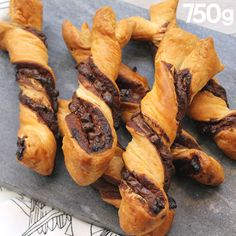 Nutella and chocolate chip twists - Goûter - Desserts Sweet Recipes, Cake Recipes, Dessert Recipes, Recipes Dinner, Seafood Recipes, Delicious Desserts, Yummy Food, Tasty, Food Cakes