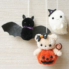 Lovely original pom pom art - bat and ghost Cute Crafts, Crafts To Do, Yarn Crafts, Crafts For Kids, Arts And Crafts, Halloween Crochet, Halloween Crafts, Holiday Crafts, Halloween Decorations