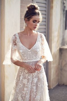 New Anna Campbell wedding dresses for 2019 from the Wanderlust Collection. Beaded, lace, and sparkling wedding dresses from this top Australian bridal designer. Vintage Evening Gowns, Vintage Gowns, Dress Vintage, Vintage Bridal, Lace Evening Dresses, Casual Party Dresses, Sexy Dresses, Event Dresses, Long Dresses