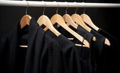 Como lavar roupa preta sem perder a cor. Dicas para lavar roupa preta sem desbotar, dicas para a roupa preta não perder a cor e ficar sempre bonita.