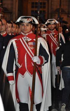 Semana Santa Cristo de los Alabarderos / Easter 2013 : Christ of Halberdiers Navy Military, Army & Navy, Military Outfits, Military Uniforms, Ballet Tights, Hot Cops, 18th Century Clothing, Royal Guard, Men In Uniform