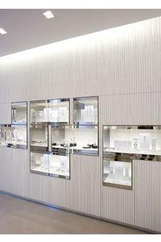 Space tokujin yoshioka inc. Jewellery Shop Design, Jewellery Showroom, Jewellery Display, Jewelry Shop, Jewelry Stores, Gold Jewellery, Selling Jewelry, Clay Jewelry, Silver Jewelry