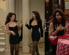 Fran Fine - Fran Drescher (Fran Fine) is holding a red Moschino heart-shaped bag Source by - Black 90s Fashion, Fashion Tv, Runway Fashion, Fashion Beauty, Fashion Show, Vintage Fashion, 90s Fashion Grunge, Nanny Outfit, 90s Outfit