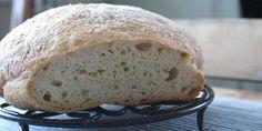 Eltefritt havrebrød uten gluten - Trodde du glutenfrie brød var tørre og smakløse? Da må du tro om igjen. Dette brødet krever mye hevetid, men ingen elting, Brødet stekes i jerngryte og får en deilig sprø skorpe. No Knead Bread, Good Food, Gluten Free, Baking, Healthy, Glutenfree, Sin Gluten, Bakken, Bread