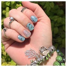 Glistening dragonflies adorn, 'Fly Away' creating truly mystical nail art on this Jamberry wrap. Romantic Nails, Fall Manicure, Beauty Bay, Jamberry Nail Wraps, I Feel Pretty, Vegan Beauty, Nail Art Diy, Dragonflies, Swag Nails