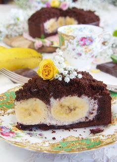 Bizcocho de chocolate relleno de mascarpone y plátano