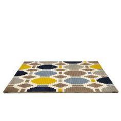 O Tapete Marins 150x200 Bege é uma excelente opção para valorizar ambientes descontraídos.