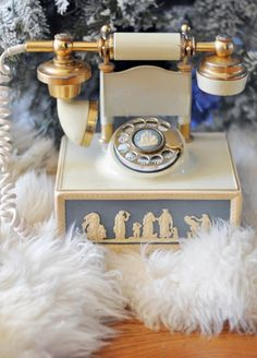 Wedgwood blue and white vintage phone. Telephone Retro, Retro Phone, Vintage Love, Retro Vintage, Vintage Beauty, Antique Phone, Call Me Maybe, Vintage Phones, Old Phone