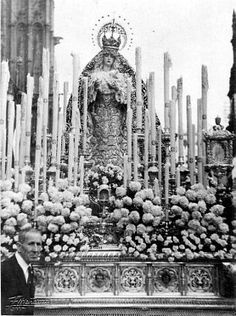 La Virgen del Valle en la procesión extraordinaria del 24 de Noviembre de 1946 con motivo del patronazgo de la Virgen de los Reyes.
