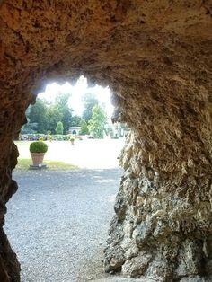 Scorcio del parco dal Ninfeo di Villa Litta