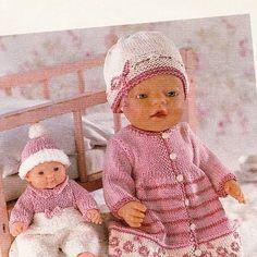 Albumarkiv Knitting Dolls Clothes, Crochet Baby Clothes, Doll Clothes Patterns, Doll Patterns, Knitting Patterns, Knitting For Kids, Baby Knitting, Girl Dolls, Barbie Dolls