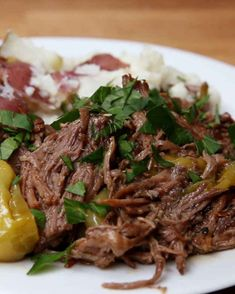 Weight Watchers Recipes Discover Mississippi Roast Recipe by Tasty Mississippi Roast in Slow Cooker Looks yummy! Just sub flour with arrowroot powder & toxic canola oil with avocado oil which is both a good fat AND doesnt alter in high heats. Crock Pot Slow Cooker, Crock Pot Cooking, Slow Cooker Recipes, Cooking Recipes, Healthy Recipes, Easy Recipes, Slow Cooker Ribs Recipe, Cuisine Diverse, Beef Dishes