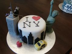 I love New York cake By ecstaticjellybean on CakeCentral.com