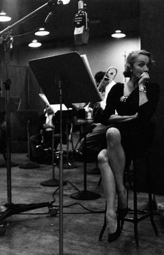 Midnight recording session in New York, 1952. (Photo: Eve Arnold)  Marlene Dietrich