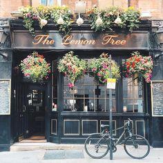 ideas for flowers shop interior paris france Cafe Interior Design, Bakery Interior, Cafe Design, French Coffee Shop, French Cafe, Vintage Coffee Shops, Cafe Exterior, Exterior Signage, Stucco Exterior