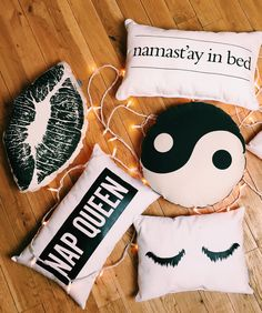 Moving into your college dorm room is so exciting- and the best part? You get to decorate it yourself. Check out some of these dorm room decorating tips! Cute Pillows, Diy Pillows, Decorative Pillows, Kids Crafts, Diy And Crafts, Tumblr Rooms, Ideias Diy, Diy Room Decor, Home Decor