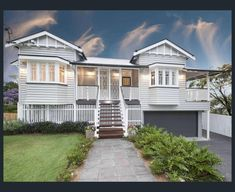 Queenslander home at 29 Tooth Avenue, Paddington, Qld 4064 Paint colours Dream House Exterior, Exterior House Colors, Dream House Plans, My Dream Home, Queenslander House, Weatherboard House, Facade House, House Facades, House Exteriors