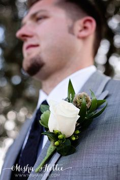 Pretty boutonniere for groom or groomsman
