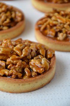 Walnut tarts, salted butter caramel (L& du Cream) - - Sweet Pie, Sweet Tarts, Fun Easy Recipes, Sweet Recipes, Fancy Desserts, Delicious Desserts, Pastry Recipes, Dessert Recipes, Grilling Recipes