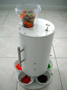 Skittles Sorting Machine by Brian Egenriether. Because my OCD dictates that I not eat more than one flavor at a time. Home Gadgets, Tech Gadgets, Pretty Good, How To Look Pretty, Weird Inventions, Amazing Inventions, Art Plastique, Sorting, Home Goods